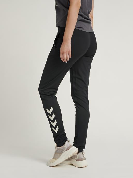 hmlZIBA TAPERED PANTS, BLACK, model