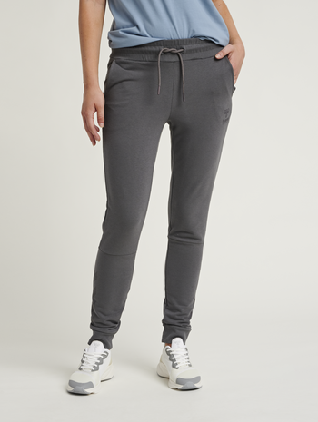 hmlNONI TAPERED PANTS, MAGNET, model