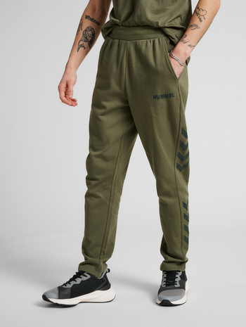 hmlLEGACY TAPERED PANTS, BEETLE, model