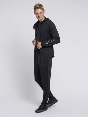 hmlASTON ZIP HOODIE, BLACK, model