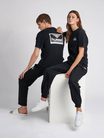 hmlFERIE T-SHIRT S/S, BLACK, model