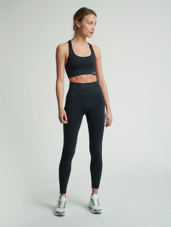hmlTIF SEAMLESS SPORTS TOP, BLACK, model