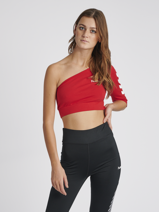 hmlVINNI CROPPED TOP, TRUE RED, model