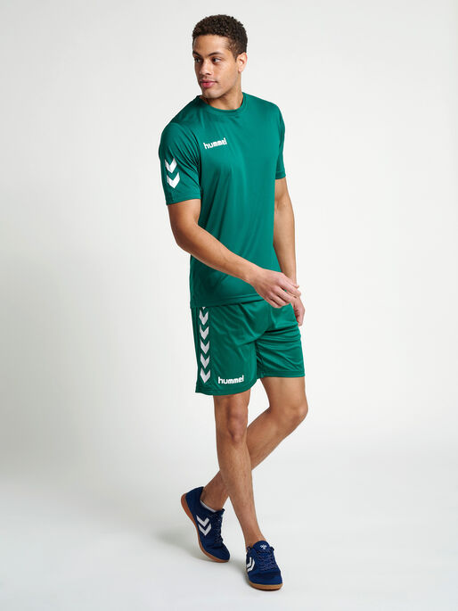 CORE POLYESTER TEE, EVERGREEN, model