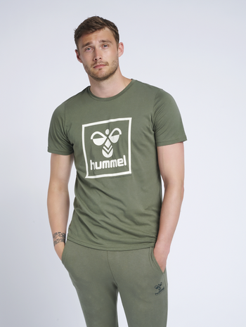 hmlISAM T-SHIRT, BEETLE, model
