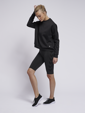 hmlESSI SWEATSHIRT, BLACK, model