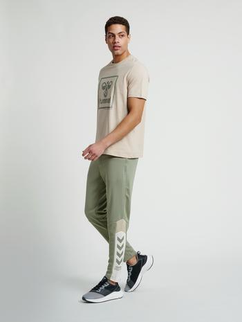 hmlALEC TAPERED PANTS, VETIVER, model