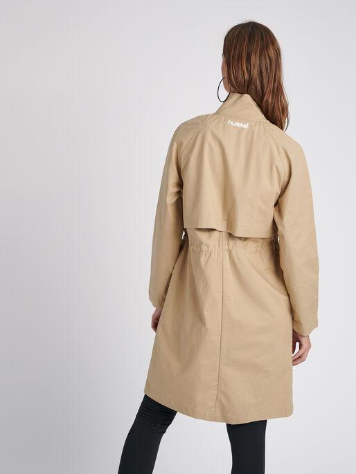 hmlSAND LONG COAT, NOMAD, model