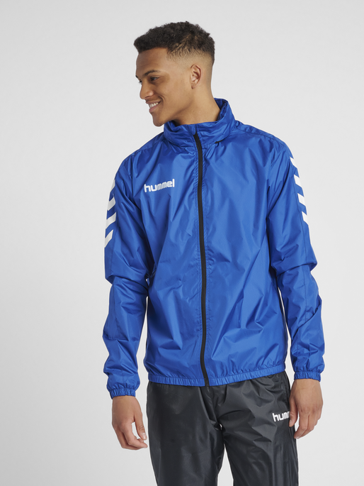 CORE SPRAY JACKET, TRUE BLUE, model