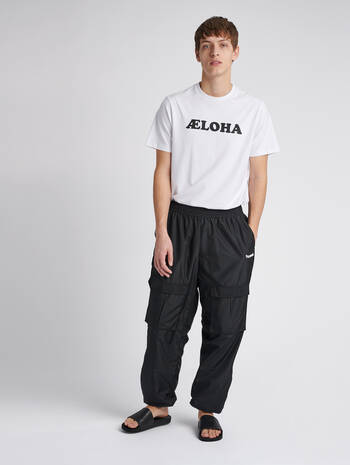 hmlSURFER OVERSIZED PANTS, BLACK, model