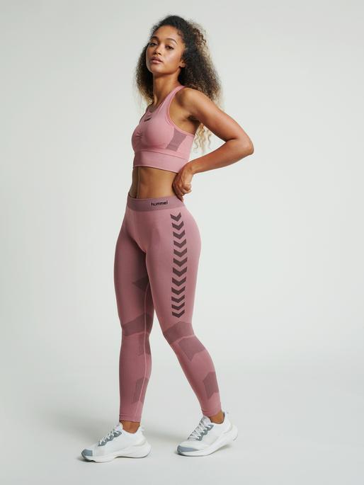 hmlFIRST SEAMLESS TRAINING TIGHT WOMEN, DUSTY ROSE, model