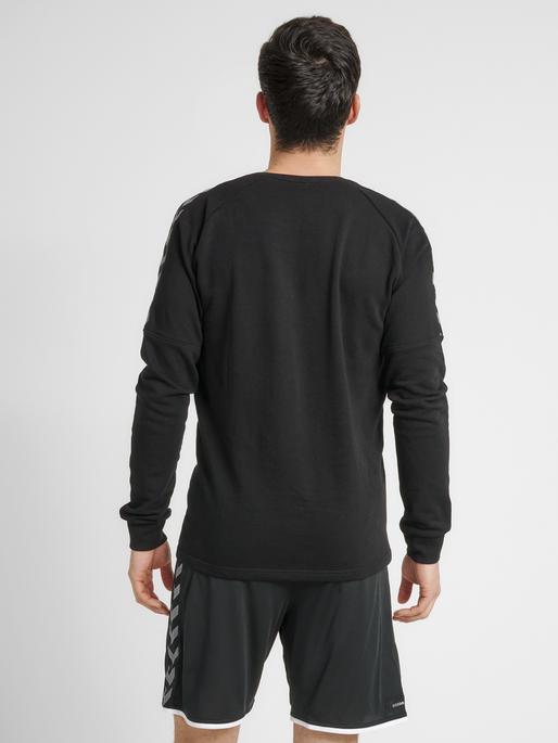 hmlAUTHENTIC TRAINING SWEAT, BLACK/WHITE, model