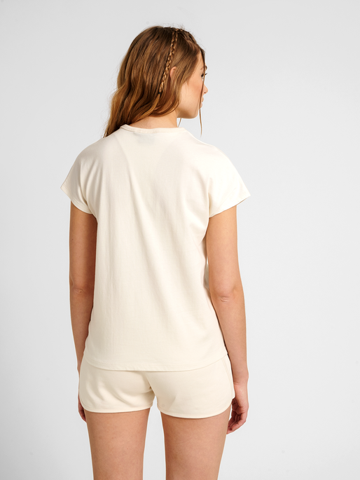 hmlINTRO T-SHIRT, UNDYED, model