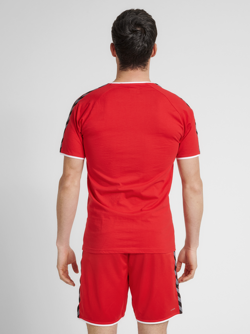 hmlAUTHENTIC TRAINING TEE, TRUE RED, model