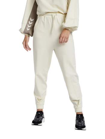 hmlGROOVY PANTS, WHITE ASPARGUS, model