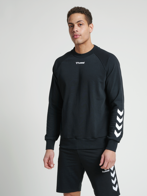 hmlISAM SWEATSHIRT, BLACK, model