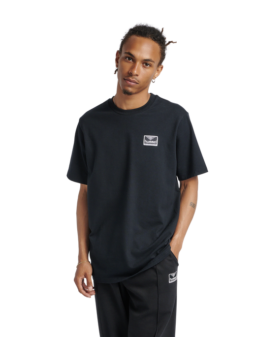 hmlFERIE T-SHIRT, BLACK, model