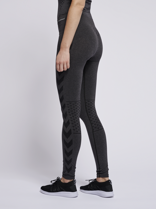 CLASSIC BEE CI SEAMLESS TIGHTS, BLACK MELANGE, model