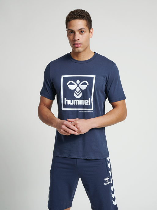 hmlISAM T-SHIRT, BLUE NIGHTS, model