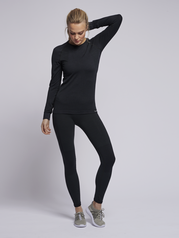 hmlCLEA SEAMLESS T-SHIRT L/S, BLACK MELANGE, model