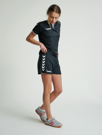 CORE WOMENS SHORTS, BLACK PR, model