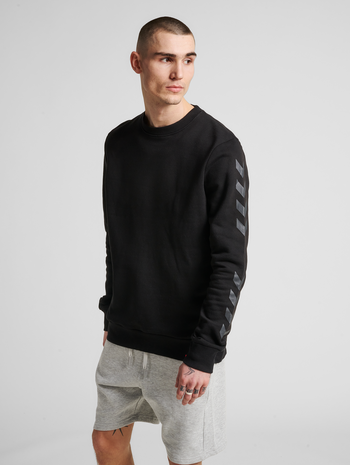 hmlLEGACY CHEVRON SWEATSHIRT, BLACK, model