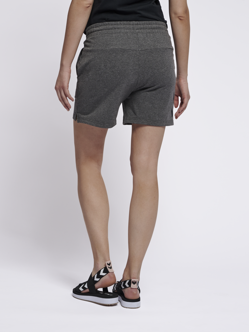 hmlNICA SHORTS, DARK GREY MELANGE, model