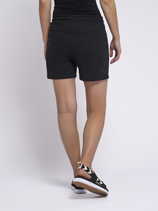 hmlNICA SHORTS, BLACK, model