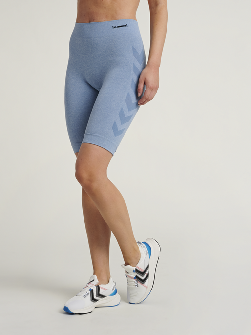 hmlCI SEAMLESS CYCLING SHORTS, FADED DENIM MELANGE, model