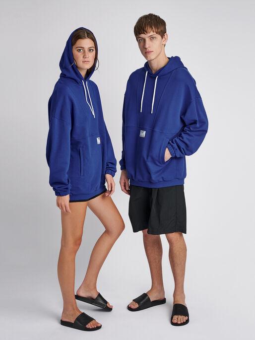 hmlHYGGE LOOSE HOODIE, MAZARINE BLUE, model