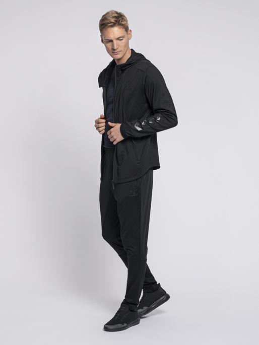 hmlASTON ZIP HOODIE, BLACK, model